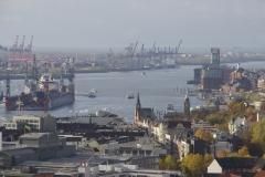 Blick vom Mahnmal zum Hamburger Hafen - Landungsbrücken/Schwimmdocks/Containerterminal